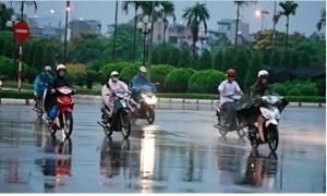 Miền Trung mưa giảm dần, mưa dông mạnh trên nhiều vùng biển