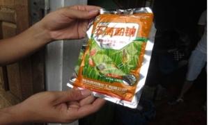 Thương lái Trung Quốc dụ bà con dân tộc dùng hóa chất lạ bắt giun