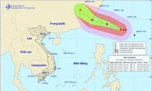 Siêu bão Dujuan gián tiếp gây nắng nóng ở miền Bắc, mưa tăng ở miền Nam