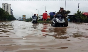 Hà Nội đón mưa lớn, cảnh báo úng ngập