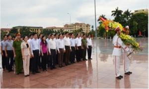 Dâng hương, dâng hoa kỷ niệm 101 năm Ngày sinh Tổng Bí thư Nguyễn Văn Linh