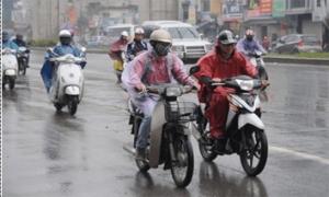 Dự báo thời tiết hôm nay (16.8): Mưa dông diện rộng đang diễn ra ở cả hai đầu đất nước