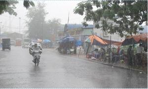 Vùng áp thấp tiếp tục mạnh lên, mưa dông diễn ra trên cả nước