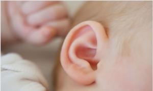 Đi bơi mùa hè: Phòng trị viêm tai giữa cho trẻ em