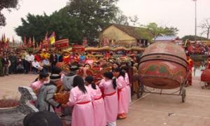 Hàng vạn du khách về thăm đền thờ Chử Đồng Tử - Tiên Dung